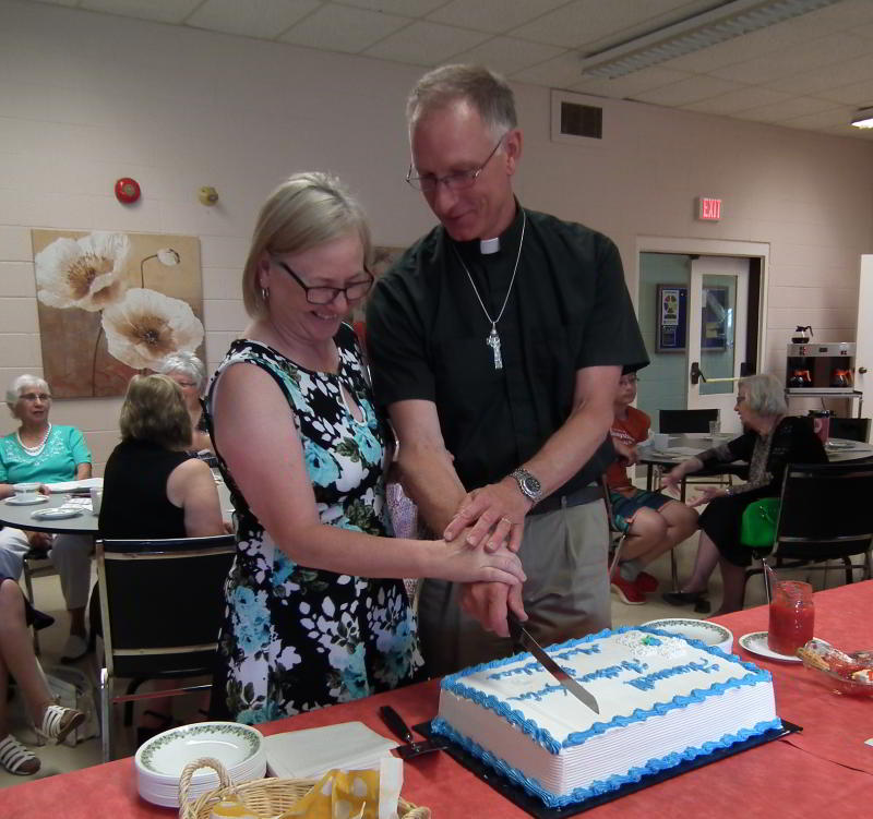 kevin and marilyn cutting cake